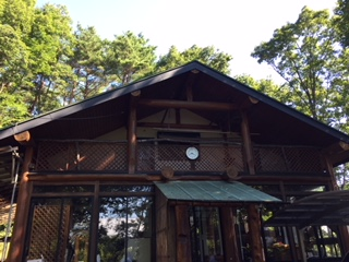 山の中にあるログハウスです。