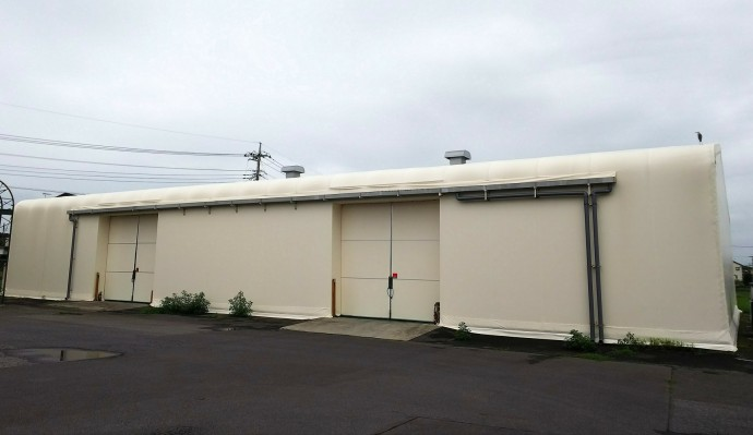 新しくなったテント倉庫です