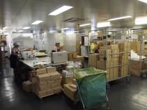 草加SCでの倉庫内軽作業風景です