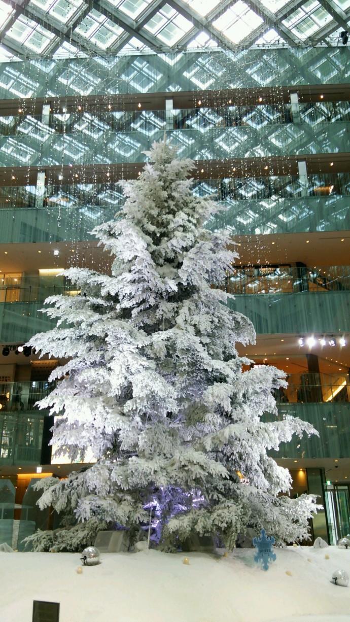 真っ白なクリスマスツリー