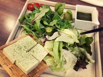豆腐のサラダです。